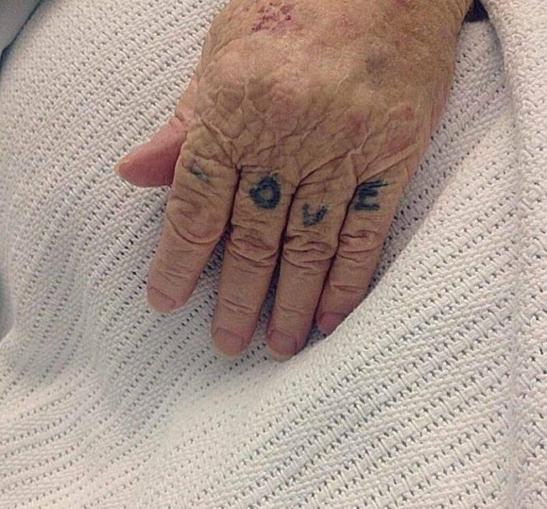 Ահա, թե ինչպիսի տեսք ունեն դաջվածքները ծերության ժամանակ: Որոշեք ինքներդ՝ անել դա, թե ոչ