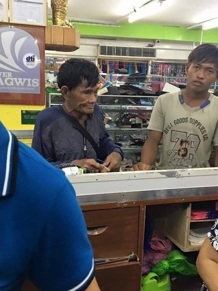 Հայրը որոշեց որդու համար գնել նոր կոշիկներ և մինչև արցունքները կարողացավ հուզել համացանցի օգտատերերին