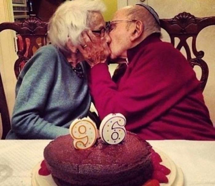 Տարեց զույգեր, որոնց հարաբերություններն ապացուցում են, որ իսկական սերը հավերժ է