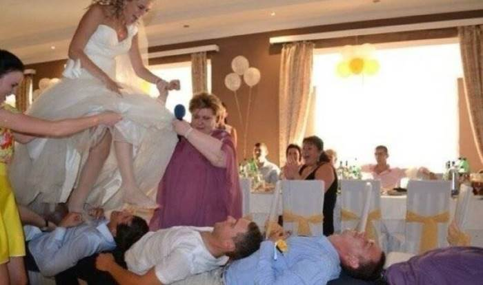 Լացելու աստիճալ զվարճալի լուսանկարներ, որոնք արվել են հարսանիքների մրցույթների ժամանակ