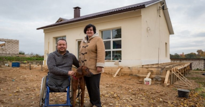 Վերջապես ճակատագիրը ժպտաց նրան... Հաշմանդամությունը չխանգարեց այս տղամարդուն սեփական ձեռքերով կառուցել իր ընտանիքի համար տուն