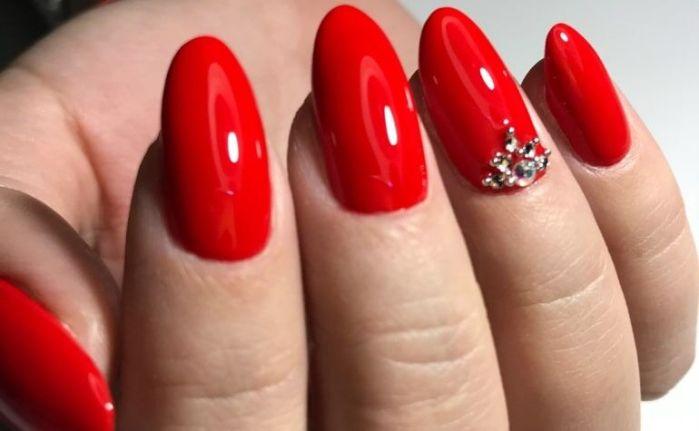 Ալ կարմիր գույնով հագեցած մանիկյուրը իսկակա գեղեցկուհիների երազանքն է