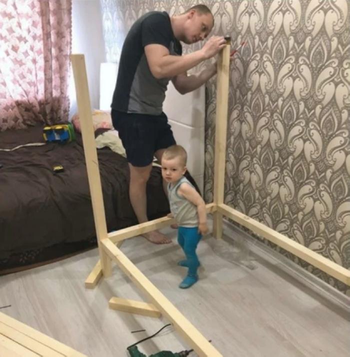 Հայրիկն իր որդու համար պատրաստեց նորաձև և հարմարավետ մահճակալ` իր իսկ ձեռքերով