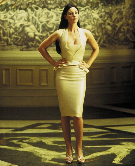 Մոնիկա Բելուչիի 5 ամենագրավիչ և սադրիչ հագուստները, որոնք անհնար է մոռանալ